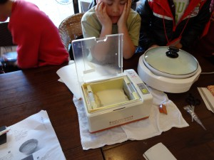 マシーンでお豆腐を、ホットプレートで湯葉を!